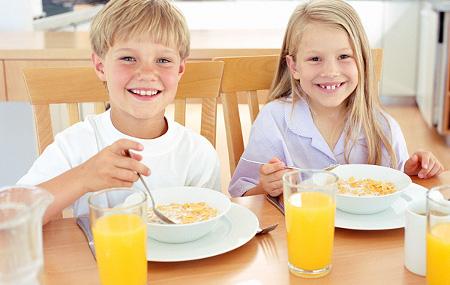 niños desayunando | mamassaludables.