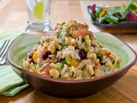 Salteado de pollo con nueces y arroz integral