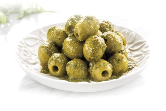 Aceitunas verdes al pesto de rúcula, anchoas y tomates secos - José Luis Tarín