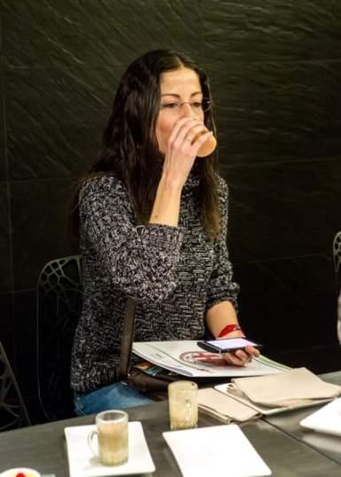 Diana Calero probando recetas con Nutrilite