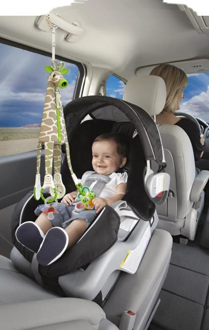 Giraffe car en el coche